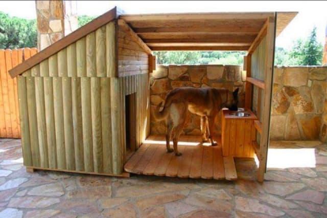 Sản phẩm chuồng chó bằng gỗ mang tính thẩm mỹ cao hơn so với những loại chuồng bình thường nên giá thành sẽ cao hơn và nên được vệ sinh thường xuyên